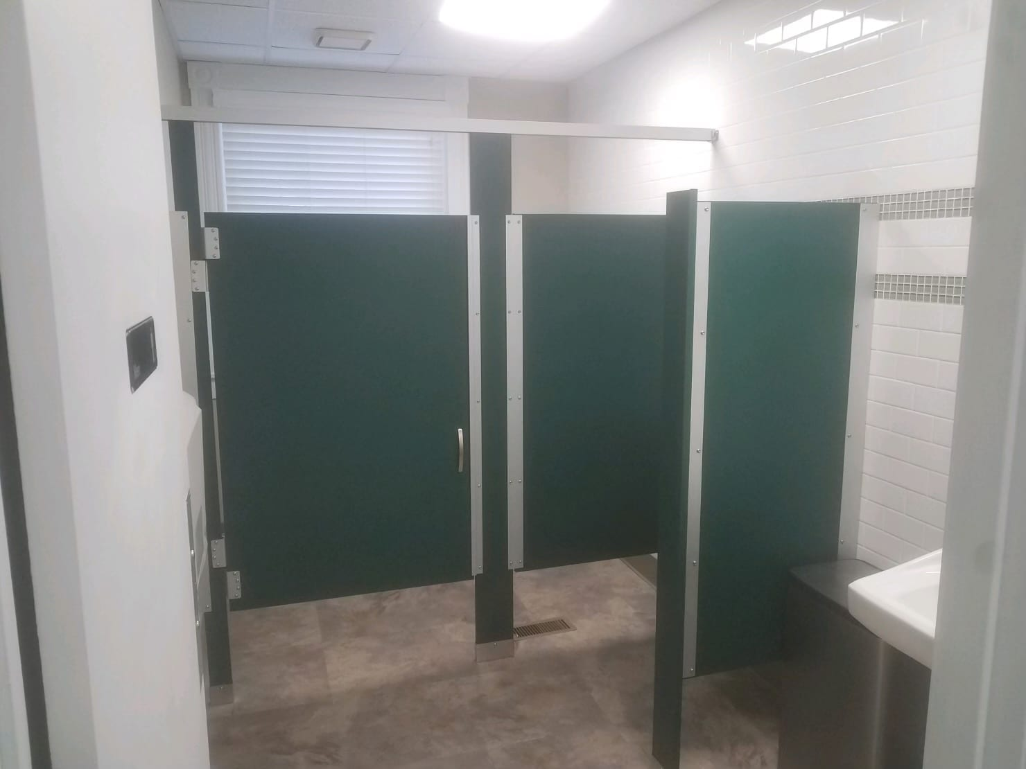 Green Toilet Partitions - Hunter
